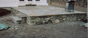 Fieldstone-wall-with-mosaic-pattern-bluestone-patio