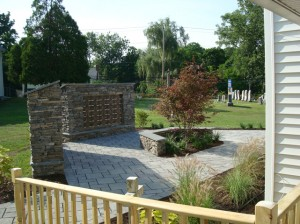 NY-bluestone-walls-and-seat-with-thermal-bluestone-caps