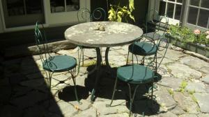 Natural-cleft-bluestone-table-top
