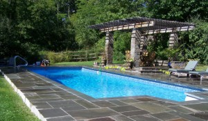 Random-pattern-natural-cleft-bluestone-pool-patio-with-thermal-bluestone-coping