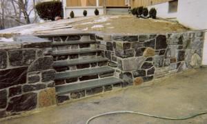 Granite-wall-with-bluestone-steps